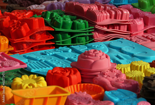 material silicone mould to create cakes of many forms - 63273470