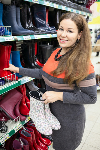 Merchandiser showing waterboots on store shelves