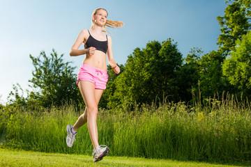 aktive frau beim laufen