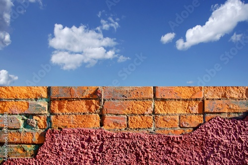 Grungy Brick Wall and cloudy sky, XXXL Backgrond