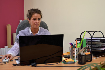 Businessfrau am Laptop