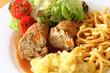 Gefülltes Kalbsschnitzel mit Spätzle, Kartoffelsalat & gr Salat