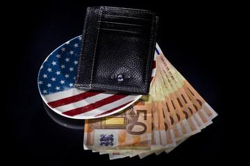 svuotatasche con portafogli e denaro