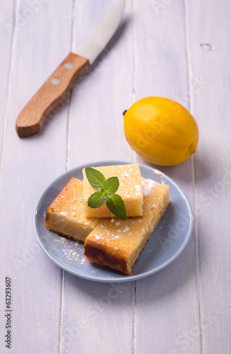 Lemon cake and mint