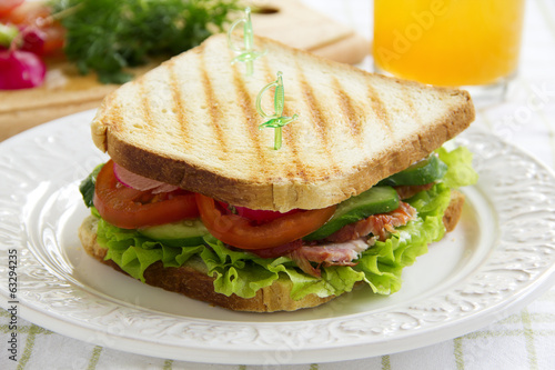 Sandwich with vegetable rotbifom...