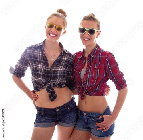 Junge Mädchen mit Sonnenbrillen