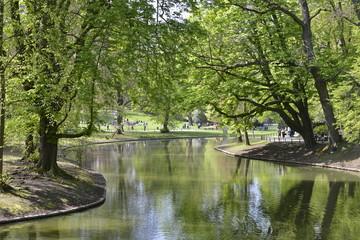 L'étang en zig-zag au parc Josaphat à Schaerbeek