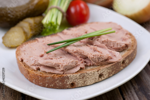 Bread with liver sausage