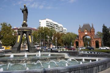 Памятник святой великомученице Екатерине и триумфальная арка