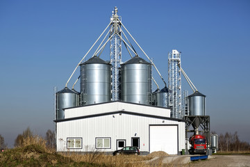 Storage of grain, in metal silos