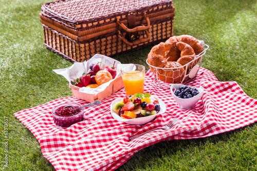 Leinwanddruck Bild Colorful healthy summer picnic