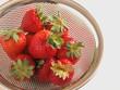 水切りしている苺