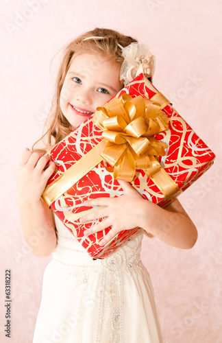 Portrait of happy adorable little girl with gift box