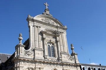 Fronton supérieur de la cathédrale de Cambrai