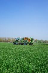 Getreideanbau, Ausbringung von  Flüssigdünger