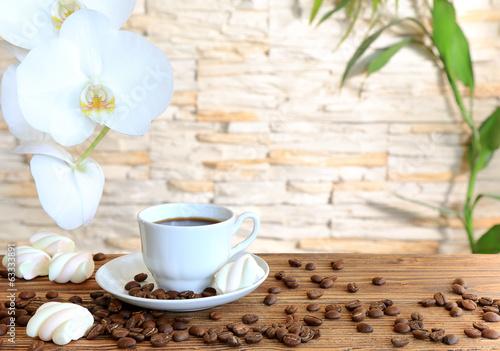 Czarna kawa i ptasie mleczko