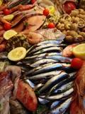 pesce misto fresco in esposizione