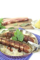 Brawurst mit Sauerkraut und Speck