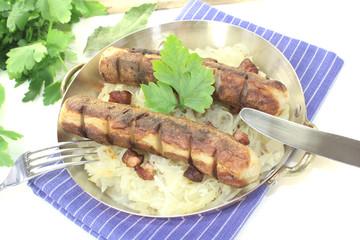 Brawurst mit Sauerkraut und Petersilie