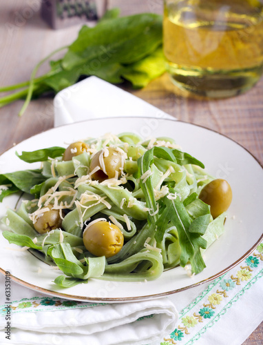Spinach pasta with olives
