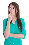 Schadenfreude: junge Frau isoliert blickt schadenfroh zur Seite