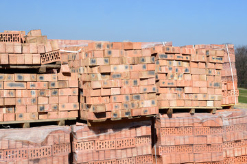 Building bricks on pallets