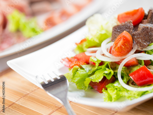 Vegetable salad with beef meat dish
