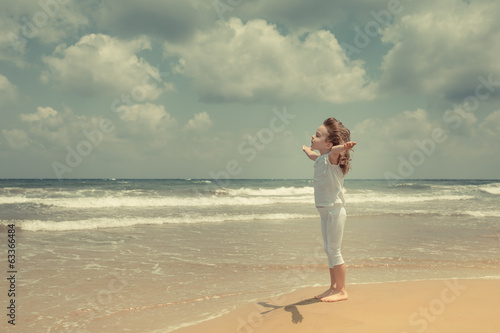 canvas print picture Happy child enjoying at the beach