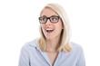 Junges Mädchen mit Brille blickt lachend zur Seite