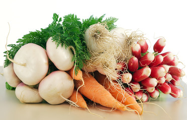 légumes frais du marché sur fond blanc