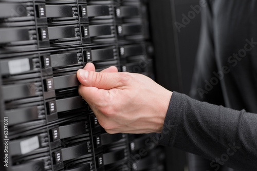IT Consultant Maintain SAN and Servers