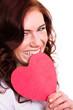 glückliche junge Frau mit Herz in der Hand