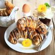 rustikales Frühstück mit Schokocroissants