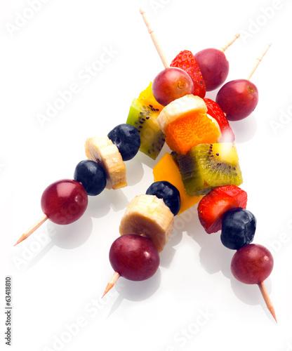 Leinwanddruck Bild Vibrant fresh fruit kebabs for a healthy snack
