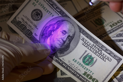 Dollar bill in uv light, fraud check