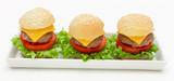 Miniburger auf weißer Platte