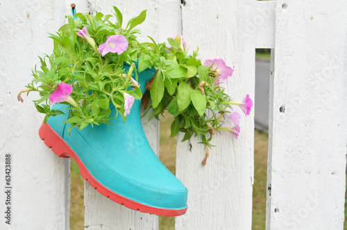Gardening idea acceseries boot pot