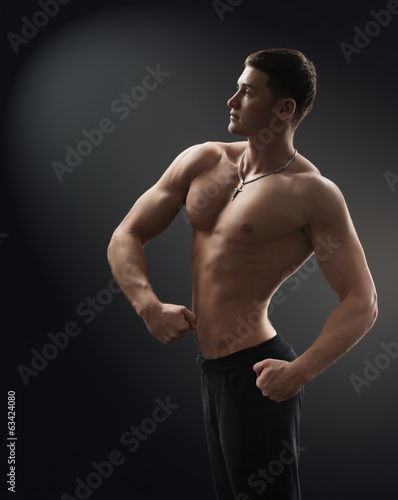bodybuilder muscle side shows