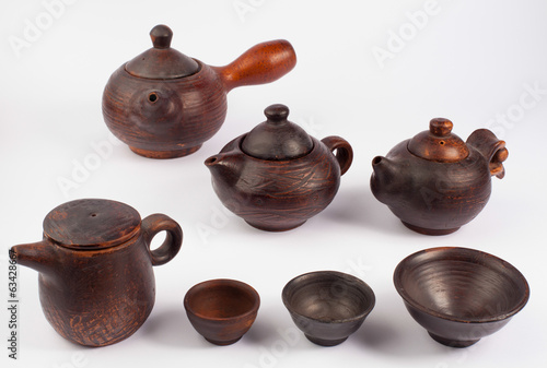 earthenware teapots and bowls