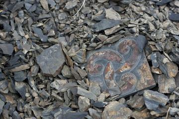 Simbolo Triskell inciso su roccia