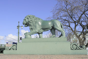 Статуя льва на Дворцовой пристани. Санкт-Петербург