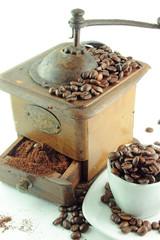 Macina caffè e una tazzina