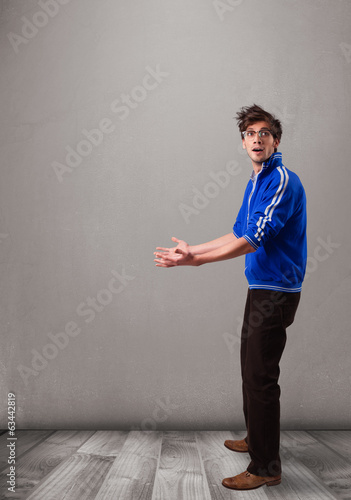 Young man presenting an empty copy space
