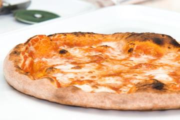 Pizza margherita da tagliare