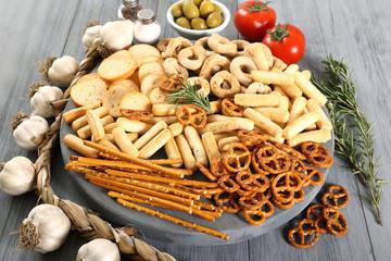 composizione salatini e sticks di pane cotti al forno