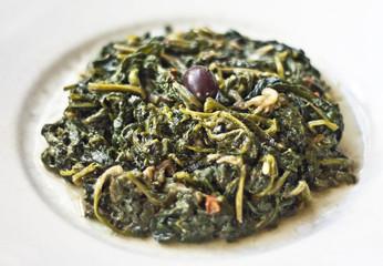 cicorie di campagna con olive