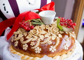 National wedding loaf with viburnum.