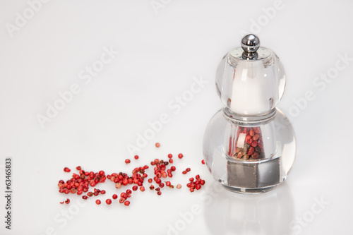 grinder with red pepper and salt