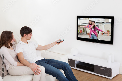 canvas print picture Couple In Livingroom Watching Television