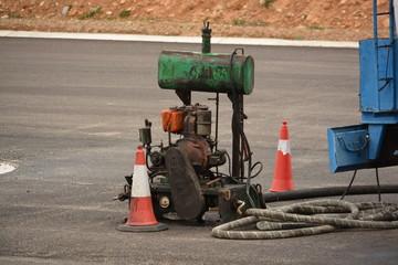 Motor de generador de obra en la carretera